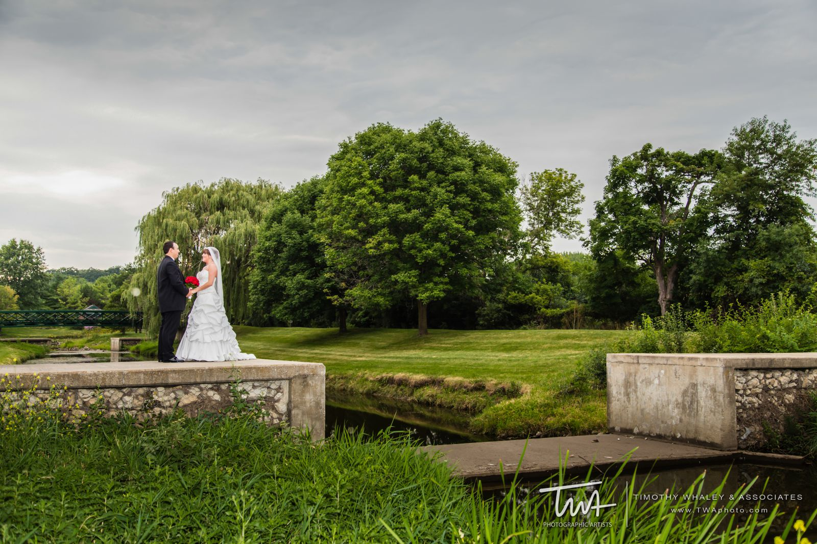 A bride and groom on their wedding day at Seven Bridges Golf Club in Woodridge